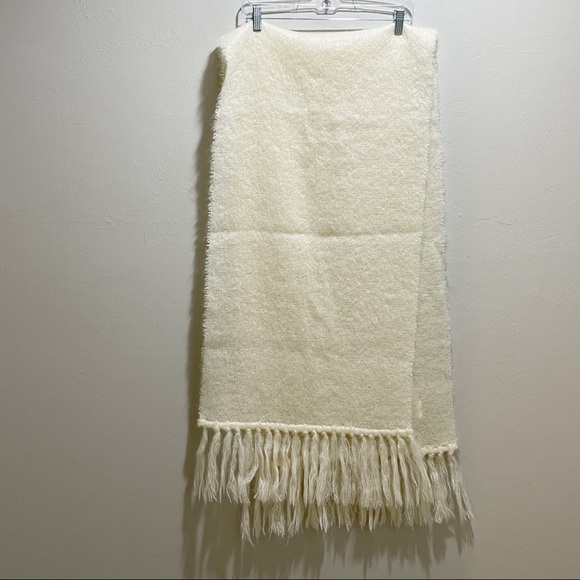DONEGAL DESIGN Ivory Fringed Mohair Wool Scarf